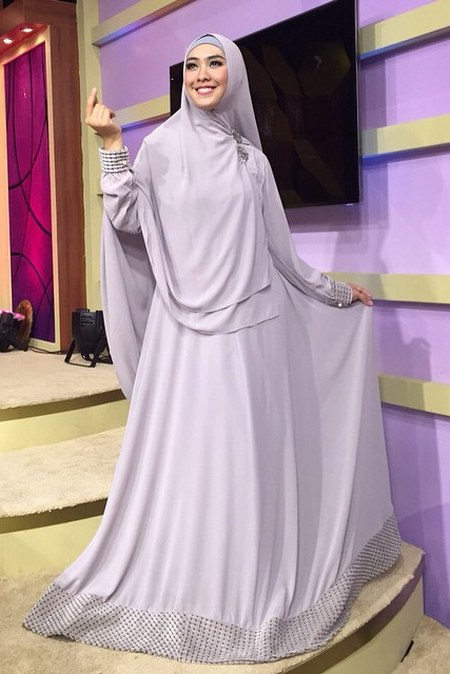Tampil Cantik Dan Anggun Dengan Gamis Syar 39 I Ide Model