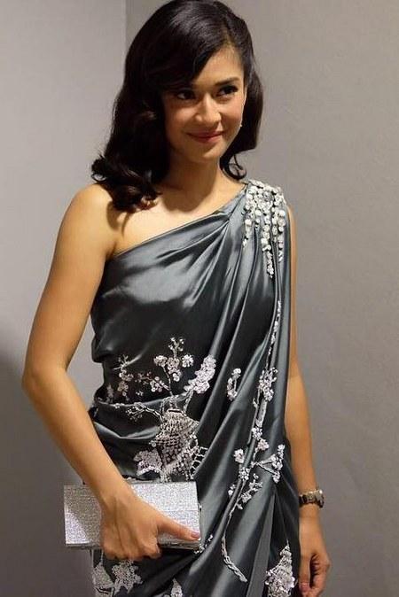 Model Baju Dian Sastro Terbaru