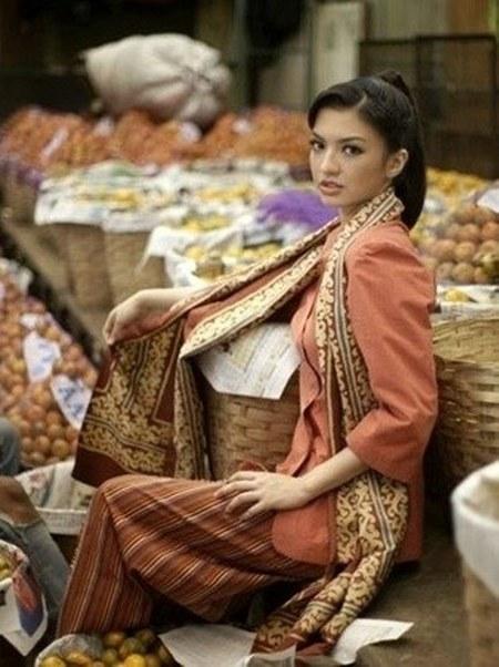 27 Gaya Fashion Raline Shah (24)