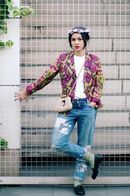 Kombinasi batik dan jeans yang keren oleh Andien