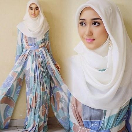 Gaya-Busana-Muslim-Wanita-Model-Gamis-Bermotif