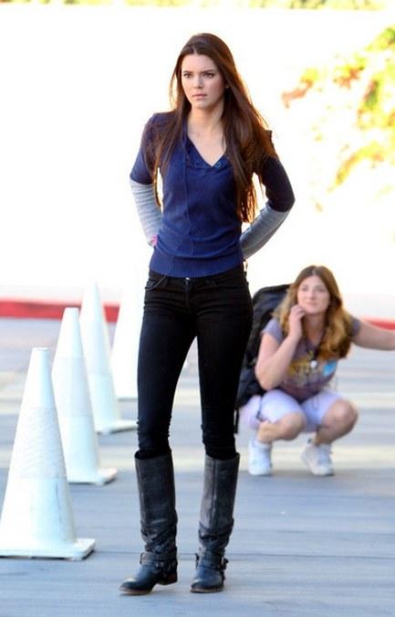 Gaya_Dengan_Boots_Ala_Kendall_Jenner