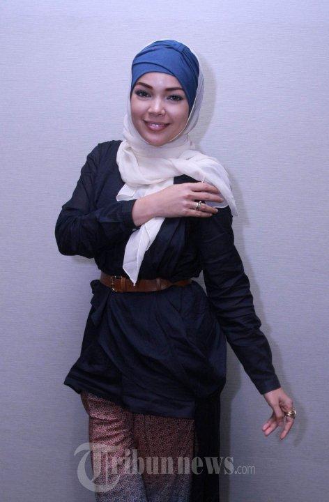 Hijab Dewi Sandra (3)
