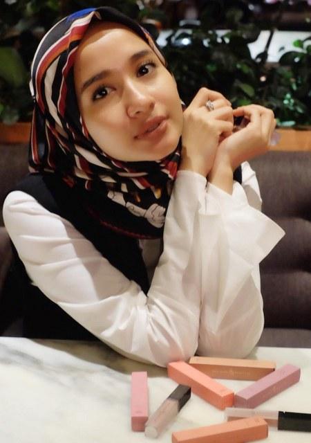 Hijab Santai ala Laudya Cynthia Bella (14)