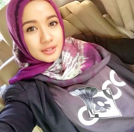 Hijab Santai ala Laudya Cynthia Bella (17)