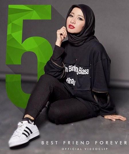 Inspirasi dari Busana Hijab Laudya Cynthia Bella (10)