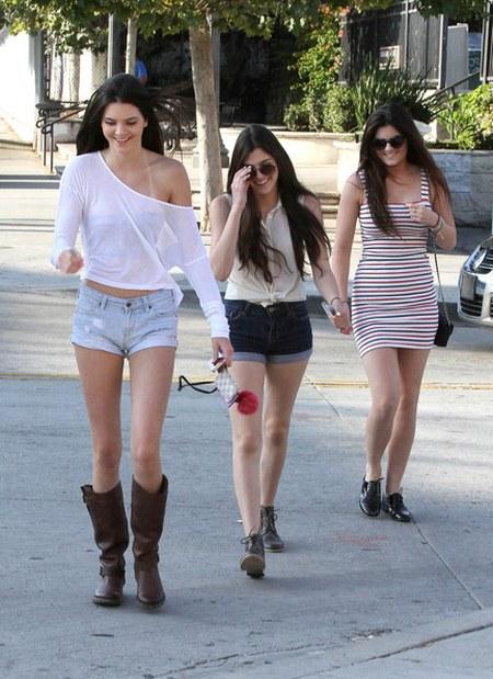 Kendall+Jenner+Boots+Flat+Boots+pyx_9fR_PGBl