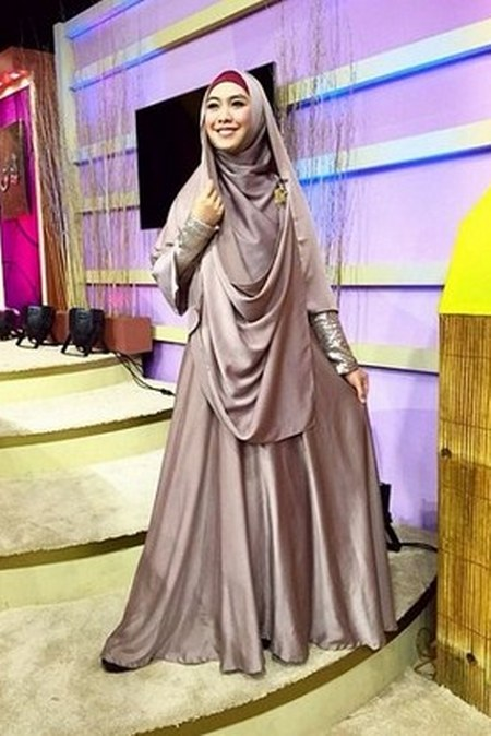 Baju Muslim Modern ala Oki Setiana Dewi
