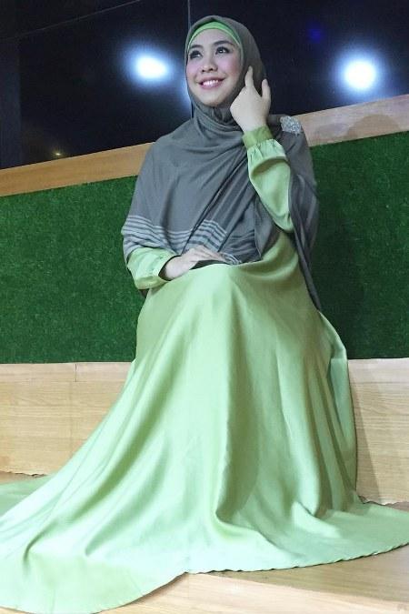 Model Baju Gamis Santai Oki Setiana Dewi