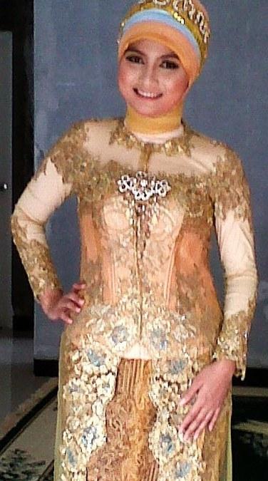 Model-Baju-Kebaya-Untuk-Orang-Gemuk7