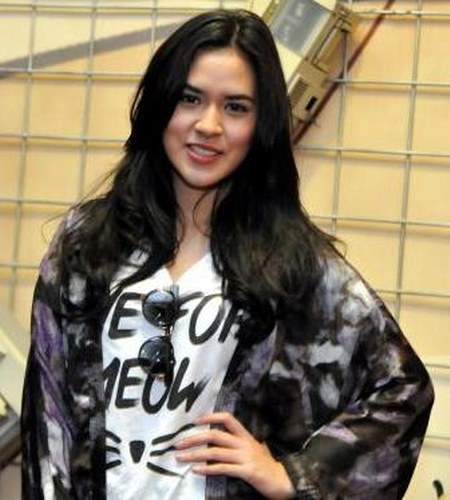 Model Busana Raisa Andriana (10)