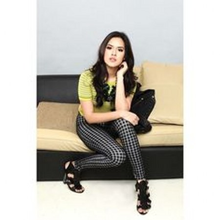Model Busana Raisa Andriana (14)