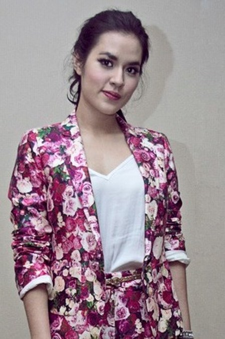 Model Busana Raisa Andriana (19)
