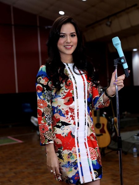 Model Busana Raisa Andriana (6)