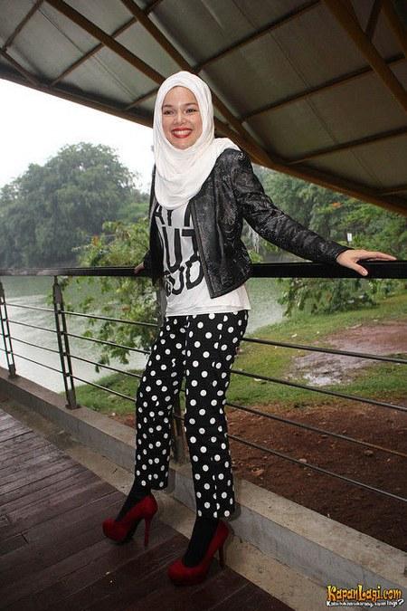 Model Hijab ala Dewi Sandra (10)
