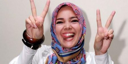 Model Hijab ala Dewi Sandra (11)