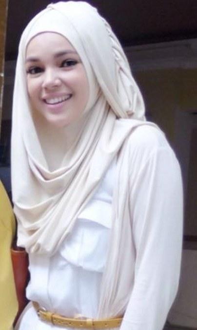 Model Hijab ala Dewi Sandra (14)