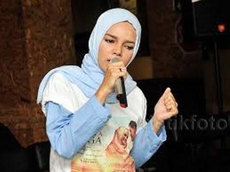 Model Hijab ala Dewi Sandra (15)