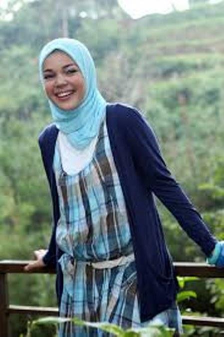 Model Hijab ala Dewi Sandra (17)
