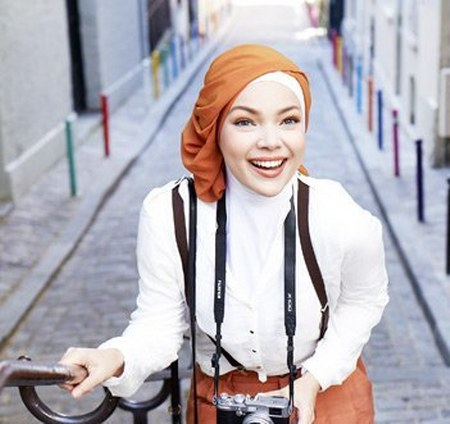 Model Hijab ala Dewi Sandra (19)