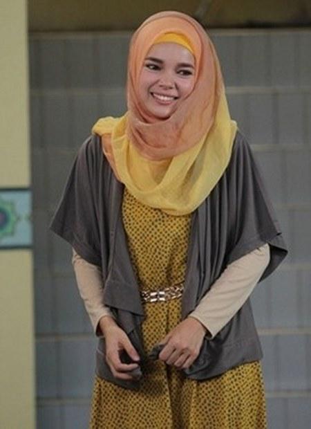 Model Hijab ala Dewi Sandra (20)