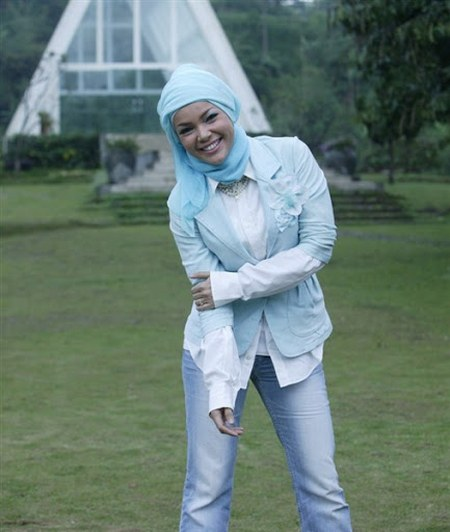 Model Hijab ala Dewi Sandra (21)