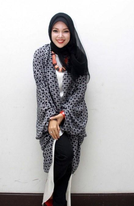 Model Hijab ala Dewi Sandra (22)