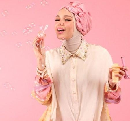 Busana Muslim Cantik ala Dewi Sandra