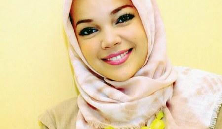 Model Hijab ala Dewi Sandra (5)