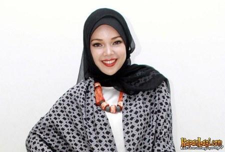 Model Hijab ala Dewi Sandra (6)