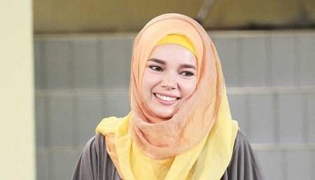 Model Hijab ala Dewi Sandra (8)