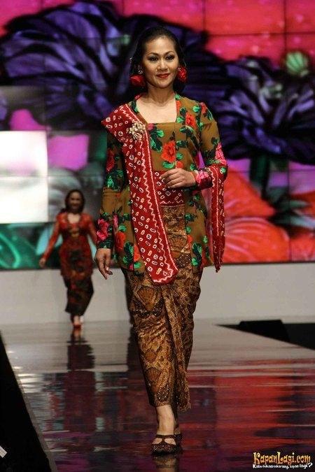 Model Kebaya Kartini Terbaru_450x675