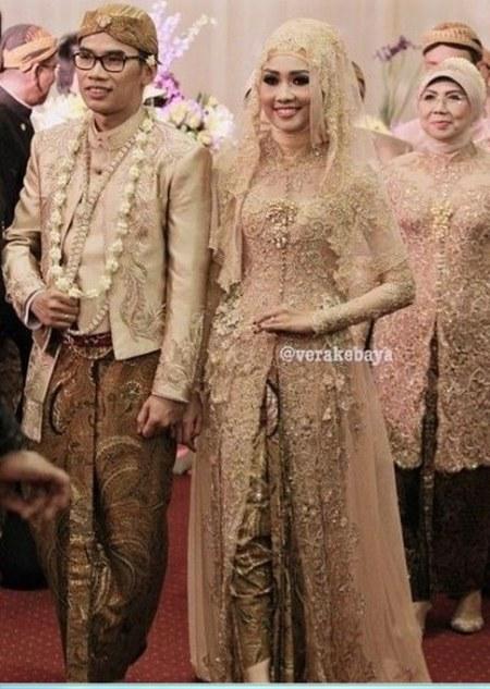Photo-Gambar-Baju-Kebaya-Pengantin-Muslim-Modern-Dan-Mewah-Rancangan-Desainer-Terkenal-Vera-Anggraini