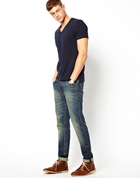 Kaos dan celana jeans