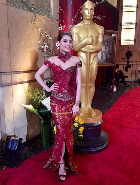 Kebaya Cinta Laura di Red Carpet Oscar