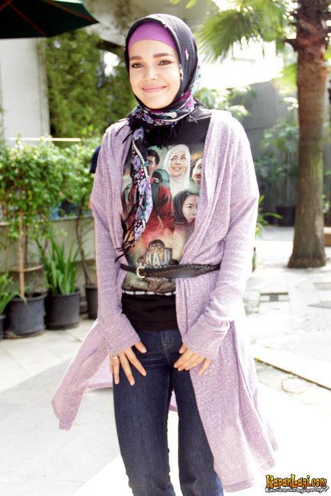 Busana Muslim Gaul ala Dewi Sandra