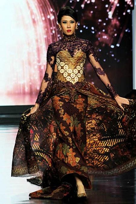 model-baju-batik-anne-avantie_megah