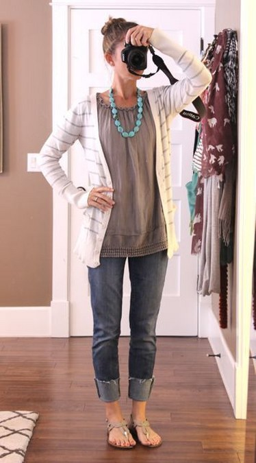 Rolled jeans + long tee shirt + long sweater + colored chunky necklace + flats