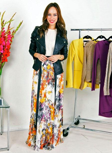 sweater rajut, jaket kulit dan maxi floral skirt