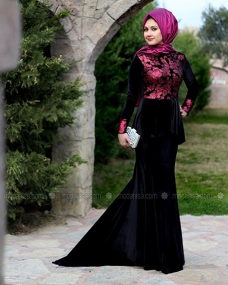 Velvet-Dress-Warna-Hitam-dengan-Model-Peplum-dan-Mermaid-Skirt