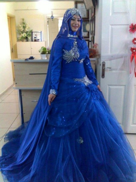 Vintage-Long-Sleeve-Stunning-Wedding-Dresses-Lace-Muslim-Bridal-Gowns-With-Hijab-Royal-Blue-Long-Train