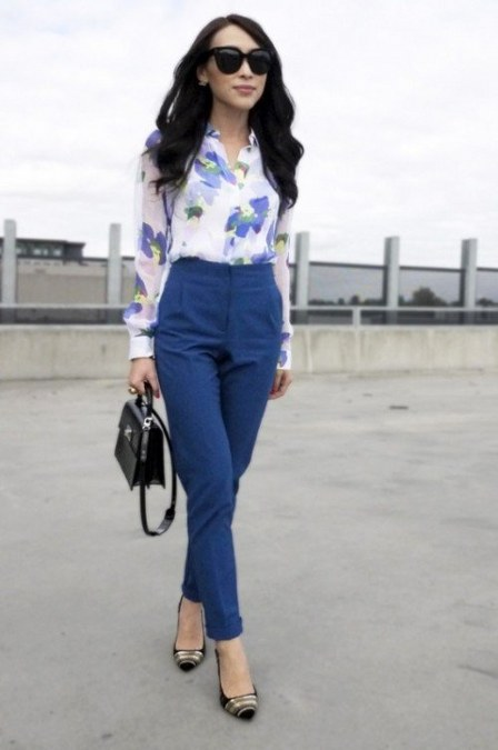 high waist jeans dengan kemeja motif bunga