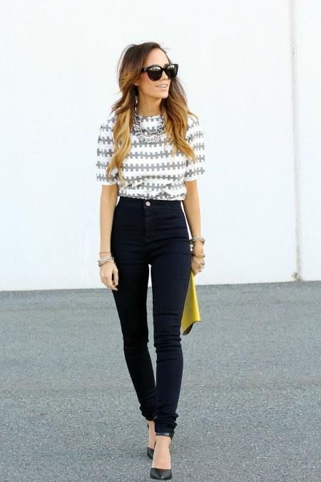 high waist jeans dengan patterned shirt