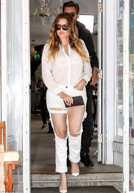 Jeans sobek Ekstrim ala Khloe Kardashian