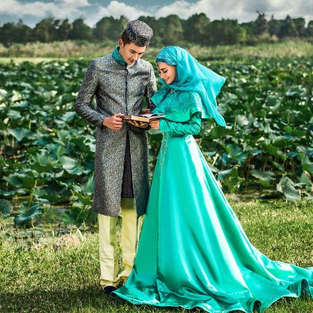 modern-hijab-wedding-dress-in-blue
