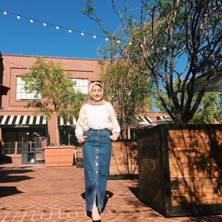 modis dengan rok jeans
