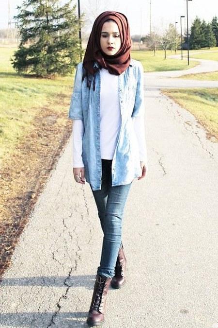 kemeja pendek feat kaos polos dan celana jeans