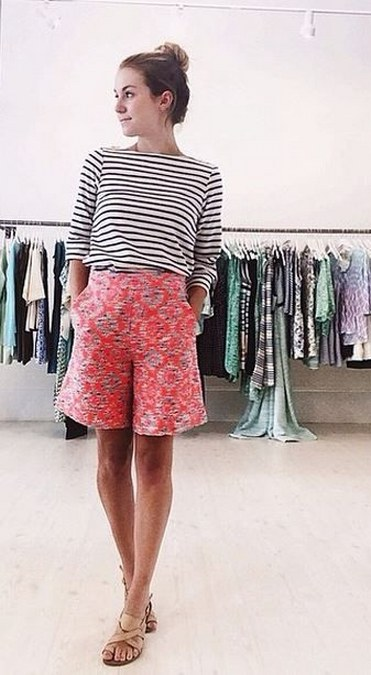 stripped-top-and-printted-shorts