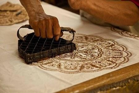 Proses pembuatan batik cap