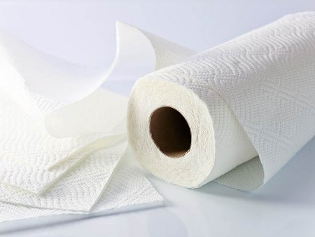 Cara menghilangkan bau sepatu dengan paper towel